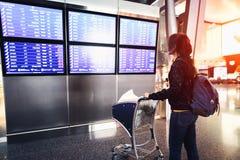 Vrouwelijke passagier bij airpor royalty-vrije stock afbeelding