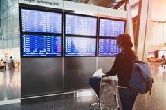 Vrouwelijke passagier bij airpor stock foto's