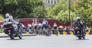 Vrouwelijke Peloton in Parijs - La-Cursus door Le-Ronde van Frankrijk 2 Stock Fotografie