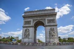 Vrouwelijke Peloton in Parijs - La-Cursus door Le-Ronde van Frankrijk 2 Stock Foto's