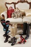 Vrouwelijke schoenen, laarzen en zakken stock fotografie