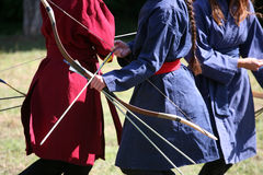 Vrouwelijke schutters op een middeleeuwse het vechten gebeurtenis Stock Fotografie