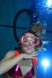 Vrouwelijke scuba-duiker royalty-vrije stock foto