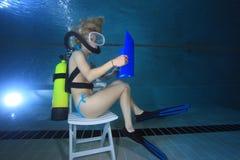 Vrouwelijke scuba-duiker Royalty-vrije Stock Afbeelding