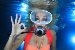 Vrouwelijke Scuba-duiker Stock Afbeeldingen