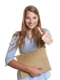 Vrouwelijke secretaresse met het tonen van duim Royalty-vrije Stock Foto