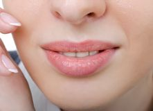 Vrouwelijke sensuele lippenclose-up Royalty-vrije Stock Foto's