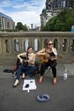 Vrouwelijke straatmusici Stock Foto's
