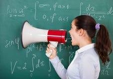 Vrouwelijke student met megafoon Royalty-vrije Stock Afbeeldingen
