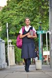 Vrouwelijke Student Walking On Sidewalk royalty-vrije stock afbeelding