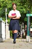Vrouwelijke Student Walking To School royalty-vrije stock afbeelding