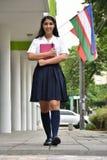Vrouwelijke Tiener Internationale Student Walking stock afbeelding