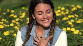 Vrouwelijke Tiener in Liefde stock video
