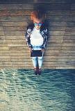 Vrouwelijke toerist die het herinneren van portret tijdens haar vakantie maken Stock Fotografie
