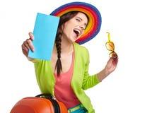 Vrouwelijke toerist met reiskoffer stock fotografie