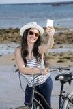 Vrouwelijke toerist selfie op vakantie Stock Foto's