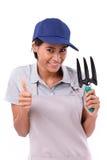 Vrouwelijke tuinman die duim op gebaar tonen stock fotografie
