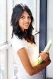 Vrouwelijke universitaire student stock foto
