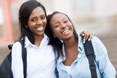Vrouwelijke universiteitsvrienden stock foto's