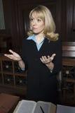 Vrouwelijke Verdediger Sharing Point Stock Foto