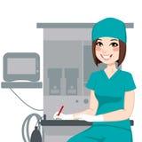 Vrouwelijke Verpleegster Writing Documents Stock Foto