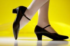 Vrouwelijke voeten in karakterschoenen Royalty-vrije Stock Fotografie