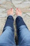 Vrouwelijke voeten met een pedicure Stock Afbeeldingen