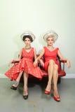 Vrouwelijke Vrienden die van een dag samen genieten bij een Haarsalon Stock Afbeeldingen