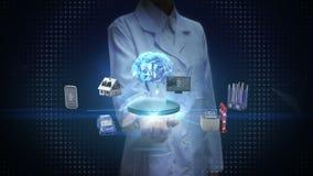 Vrouwelijke wetenschapper, ingenieurs open palm die, het pictogram van de Apparatensensor Digitale hersenen, kunstmatige intellig stock footage