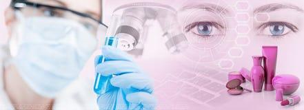 Vrouwelijke wetenschapper, microscoop en wetenschappelijk onderzoek naar de kosmetische industrie royalty-vrije stock fotografie