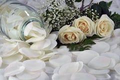Vrouwelijke Witte Rozen Stock Afbeeldingen