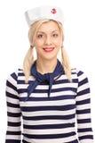 Vrouwelijke zeeman in een gestreept wit en blauw overhemd Stock Foto