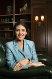 Vrouwelijke zitting als voorzitter. Stock Foto's