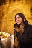 Vrouwen Aziaat op Kerstmismarkt Stock Afbeeldingen