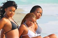 Vrouwen bij het strand Stock Afbeelding