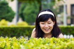 Vrouwen bij tuin royalty-vrije stock fotografie