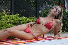 Vrouwen in bikini Royalty-vrije Stock Afbeeldingen