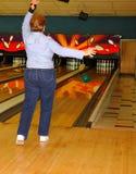 vrouwen bowlingspeler in actie Stock Foto