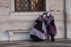 Vrouwen in Carnaval-kostuum stock foto's