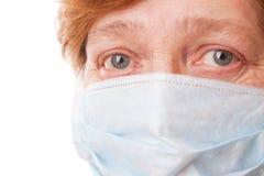 Vrouwen in chirurgisch masker Stock Afbeeldingen