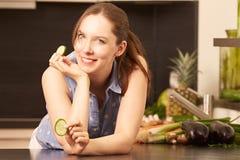 Vrouwen in de keuken Stock Afbeelding