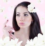 Vrouwen in de kleuren van magnolia's royalty-vrije stock afbeeldingen