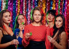 Vrouwen die bij partij drinken Royalty-vrije Stock Foto