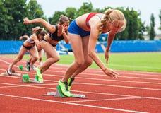 Vrouwen die de race beginnen Royalty-vrije Stock Foto