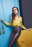 Vrouwen die de stijl van de de inzamelingsmanier van de make-upcatalogus kleden Royalty-vrije Stock Foto's