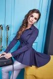 Vrouwen die de stijl van de de inzamelingsmanier van de make-upcatalogus kleden Stock Foto's