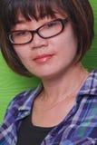 Vrouwen die een glazen status dragen Stock Fotografie