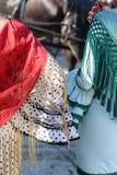 Vrouwen die flamencokleding dicht omhoog dragen Spaanse folklore Stock Foto's