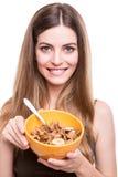 Vrouwen die graangewassen eten Stock Afbeelding
