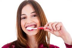 Vrouwen die haar tanden borstelen Royalty-vrije Stock Fotografie